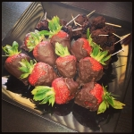 DIY: Chocolate covered strawberries &amp; Black berries